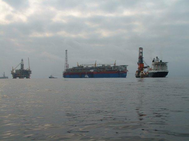 Oil rig & ships