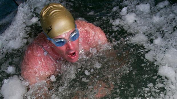 Lewis Pugh Antarctic swim2